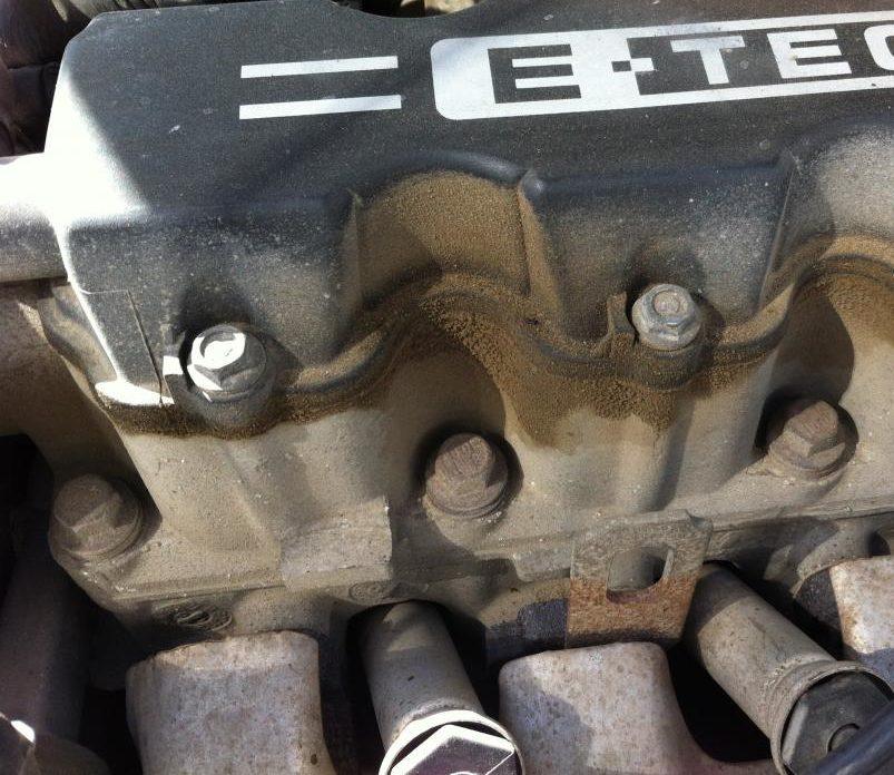 масляные пятна на двигателе